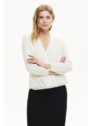 NaraMaxx Dantel Detaylı Kruvaze Bluz Beyaz